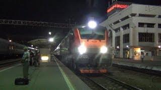 «По 2 пути на большой скорости следует состав поезда!»