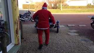 preview picture of video 'Le pere noel en Royal Enfield a CERIZAY'