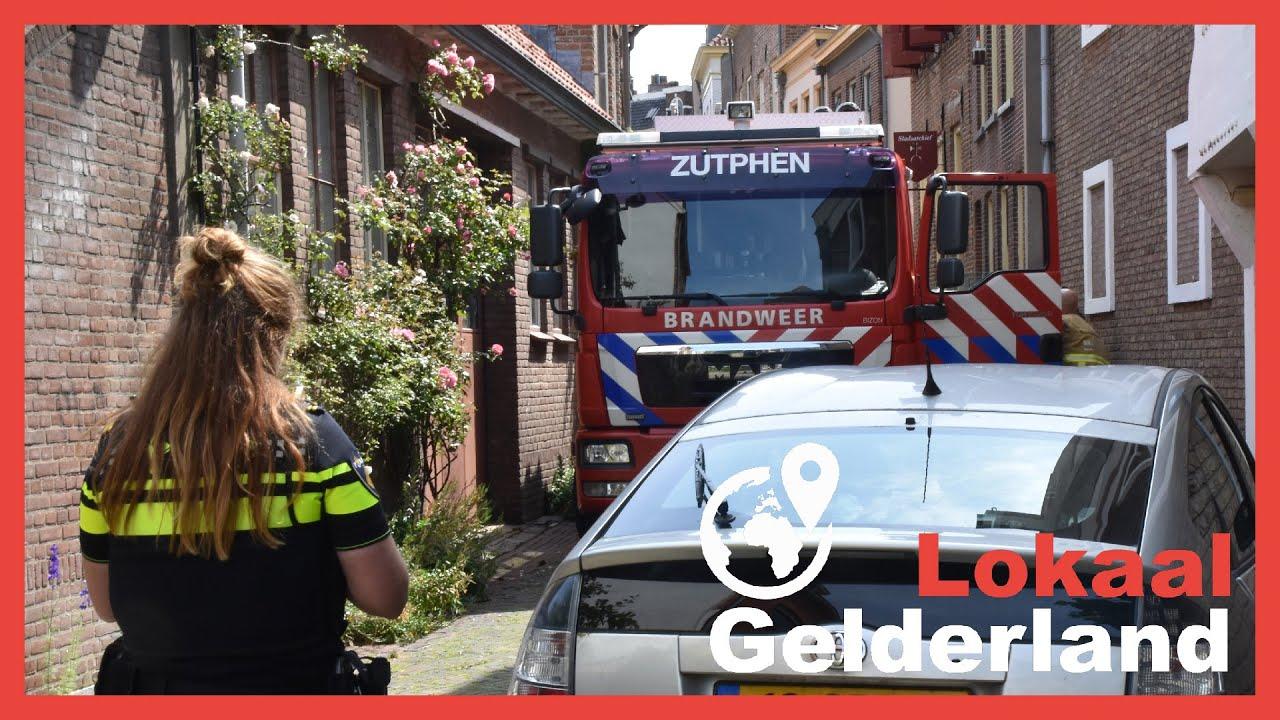 Brandweerwagen zit vast in Zutphense steeg