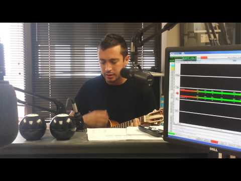 Twenty One Pilots - Can't Help Falling In Love - Z104.5 The Edge Studios 9/29/15 (видео)
