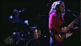 Anna Calvi - Suzanne And I (Live in New York) | Moshcam