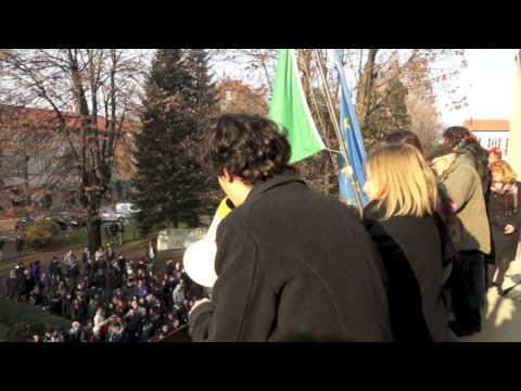 Gli studenti di Tradate occupano la piazza del Comune