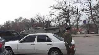Евромайдан   25 02 2014 РОССИЙСКИЙ БТР ездил по центру Севастополя