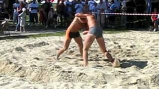 preview picture of video 'Zapasy plażowe - Mistrzostwa Polski - Racibórz 22 VIII 2010 - Finał wagi ciężkiej'