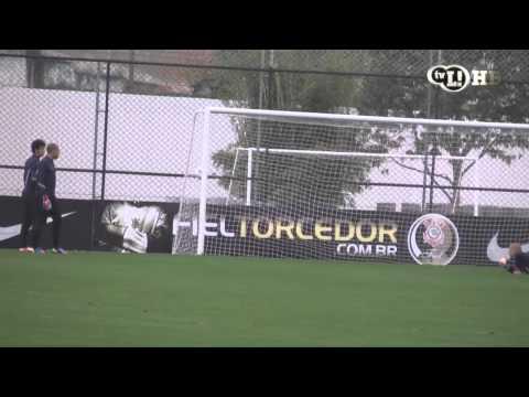 Guerrero faz gol em treino com Zizao