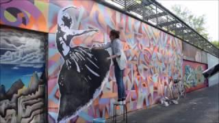 STREET ART : collage danseuse à Angers