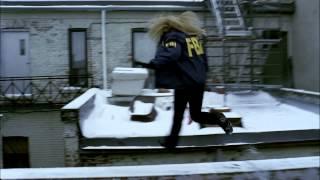 Fringe HD 1x01 Pilot - Olivia Chasing Steig