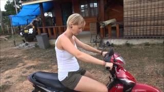 Lisbeth's første Tur På Scooter