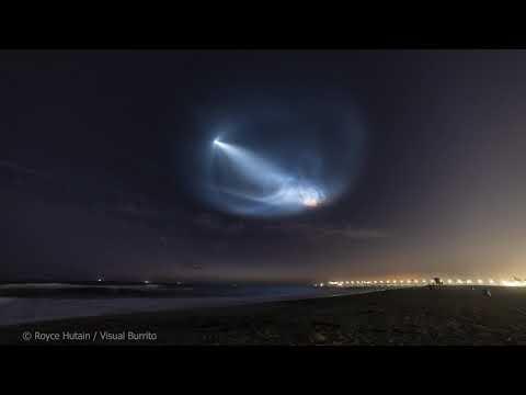 Φαντασμαγορικό σόου στον νυχτερινό ουρανό από την εκτόξευση του πυραύλου της SpaceX (βίντεο)