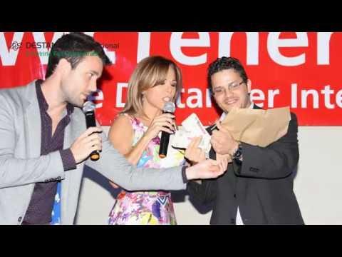 Entrega de Premios y Cheques con Famosos