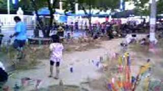 preview picture of video 'Sand castles, Chedi Nakhon Pathom at Songkran 2010 (3gp 18.2MB)'