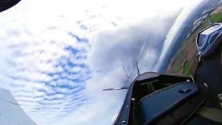 Смотреть онлайн Полет на самолете с круговым зрением VR
