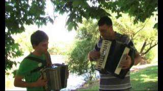Detroit City (Charley Pride, Bobby Bare,Tom Jones) - Outdoor Accordion Duet
