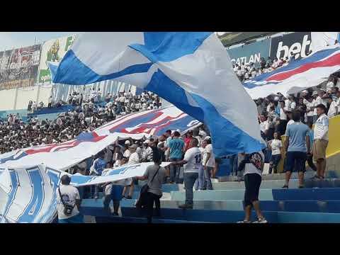 """""""Recibimiento Ultra Blanca y Barra Brava 96 en la J12 ante Metapan"""" Barra: La Ultra Blanca y Barra Brava 96 • Club: Alianza"""