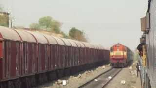 preview picture of video 'PUNE SC SHATABDI CROSSES MUMBAI BOUND UDYAN EXPRESS NEAR GULBARGA'