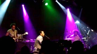 John Legend & The Roots - I Can't Write Left Handed (live)