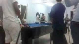 preview picture of video 'JuGaNdO bILLaR En mI CaSa(russell)'
