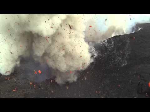 hqdefault - La erupcion de un volcan visto desde un drone