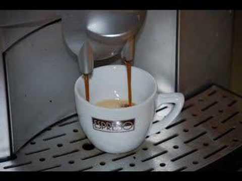 Espresso muss in die Tasse