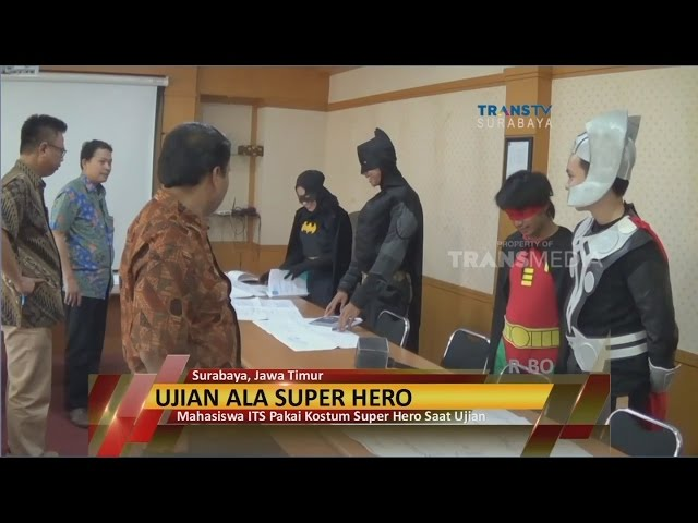 Mahasiswa-its-berkostum-super-hero
