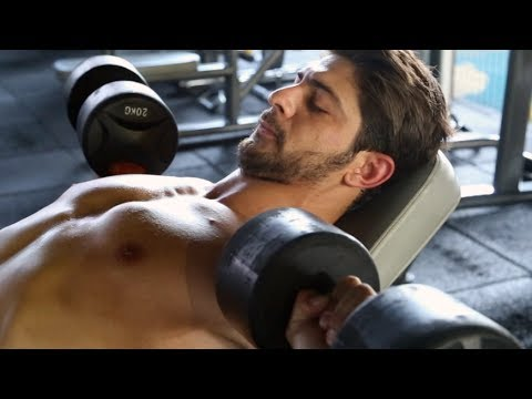 Die Erhöhung der Brust vom Sport