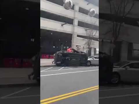 بالفيديو.. فتاتان تتسببان بمقتل سائق