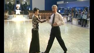Смотреть онлайн Как надо уметь танцевать медленный фокстрот мужчинам