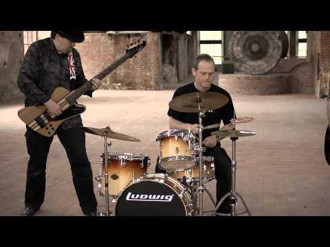 Barfly - Videoclip