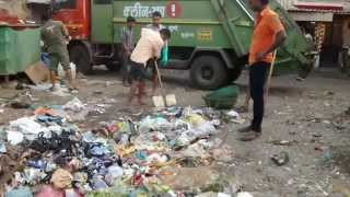 preview picture of video 'The Misfortune Of The Municipal Conservancy Staff At Bandra Bazar Dump'