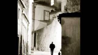 «Δε μένjει εδώωω κανjείς...», αρκετά λοιδορημένος στίχος λόγω της χαλκιδικιώτικης προφοράς του Σωκράτη Μάλαμα, «Αράχνη» (1991) (από vikar, 05/09/11)