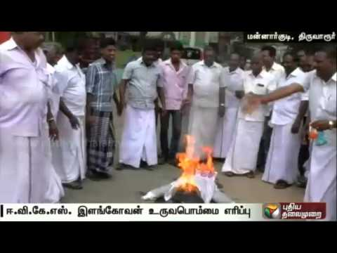 ADMK-workers-protest-against-EVKS-Elangovan-for-comments-on-Jayalalithaa