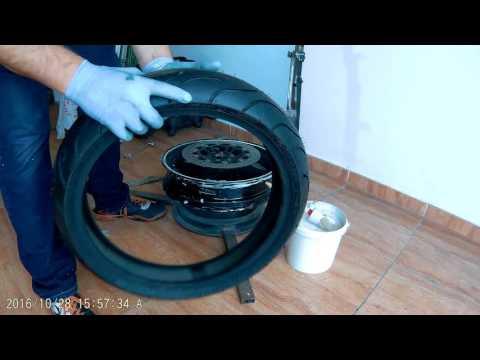 cambiar y equilibrar neumático de moto en casa