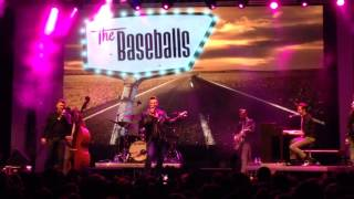 The Baseballs - My Baby Left Me For a DJ (Live in Moscow)