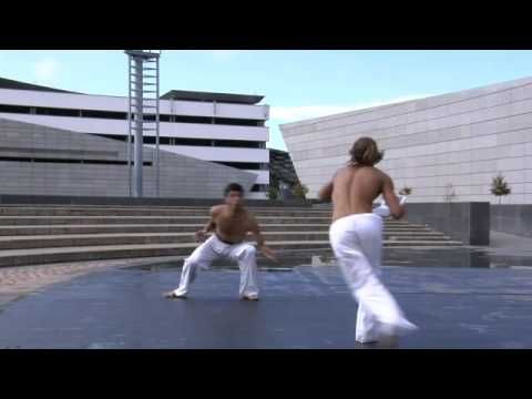 Vaio P Capoeira: Two Half-Naked Dudes Doing Flips and Crazy Stuff Holding a $US900 Netbook