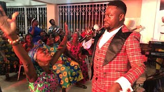 Soo t0uching😥.... this 0ld lady almost crled during brother Sammy's worship 😥🙏