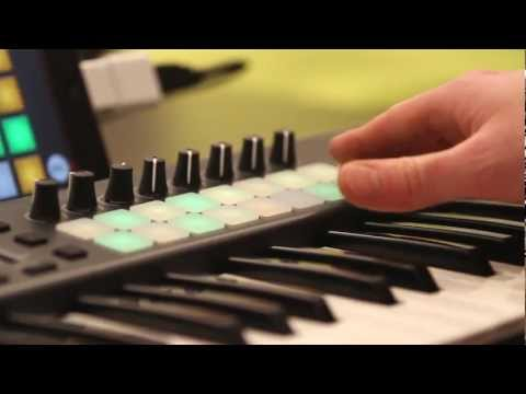 NOVATION Launchkey 25 USB/MIDI keyboard