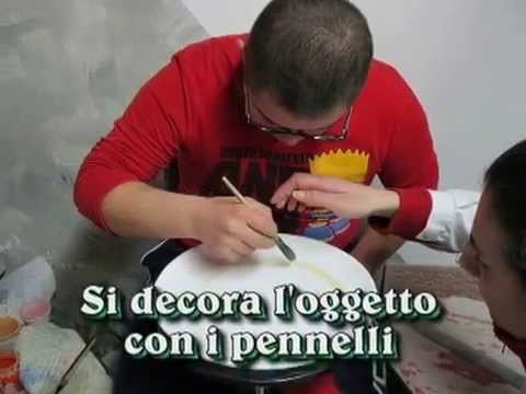 Watch video Sindrome di Down: Decorare la maiolica