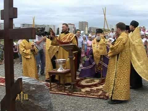 Видеосюжет об освящении закладки храма в честь святых благоверных князей Петра и Февронии