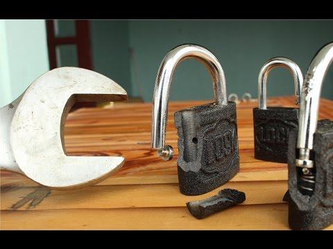 Come aprire un lucchetto con la chiave inglese