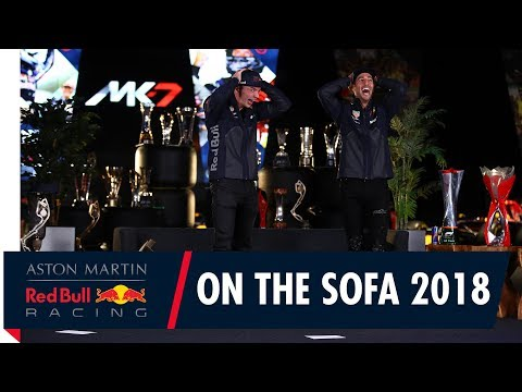 Video | Verstappen en Ricciardo stellen elkaar vragen 'on the sofa'