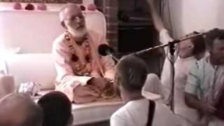 Srila Gurudeva sings Radhe He!
