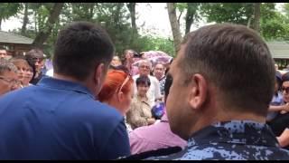 Сбор подписей под петицией. Ташкент, 4 июня 2017 года - 2