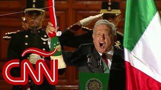 El presidente de México, Andrés Manuel López Obrador, realizó su primer grito de independencia y pasó lista a las Fuerzas Armadas por primera vez para así inaugurar el tradicional desfile militar. La noche del grito estuvo caracterizado por 20 gritos de viva del presidente y además sin invitados en el Palacio Nacional que aplaudieran la tradicional caminata hasta el balcón.