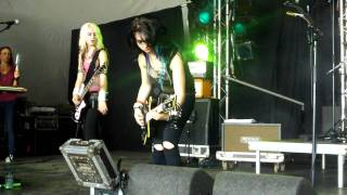Cherri Bomb - Pretender (Foo Fighters cover) @ Lowlands 2011