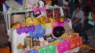 preview picture of video 'Noche de muertos en Uruapan, Michoacan 2009. Por Ramon Benitez Monarrez'