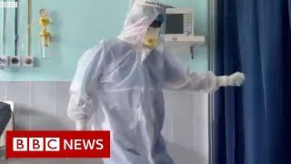 Lekarz z Covid, którego wideo z tańcem stało się wirusowe – BBC News