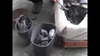 焼き鳥屋の開店前準備(炭の火の付け方)(1)(君津北口君鶏)