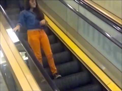 subiendo por la escalera que baja