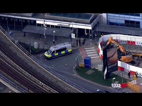 Britain's counterterrorism police are investigating after three padded mailing bags with what appears to be small explosive devices inside were found in London. (March 5)