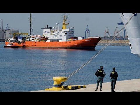 Η Ιταλία δέχτηκε πλοίο με μετανάστες
